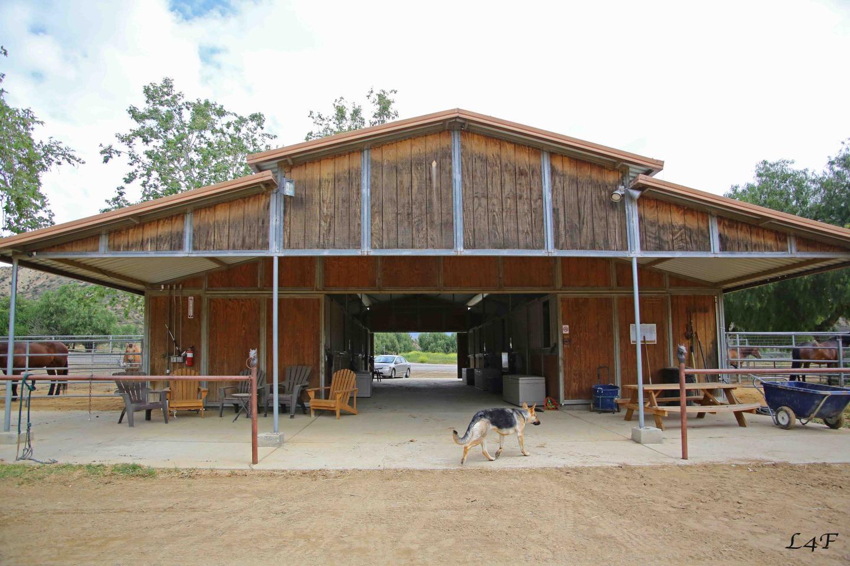 Paschal - Barn - 30111